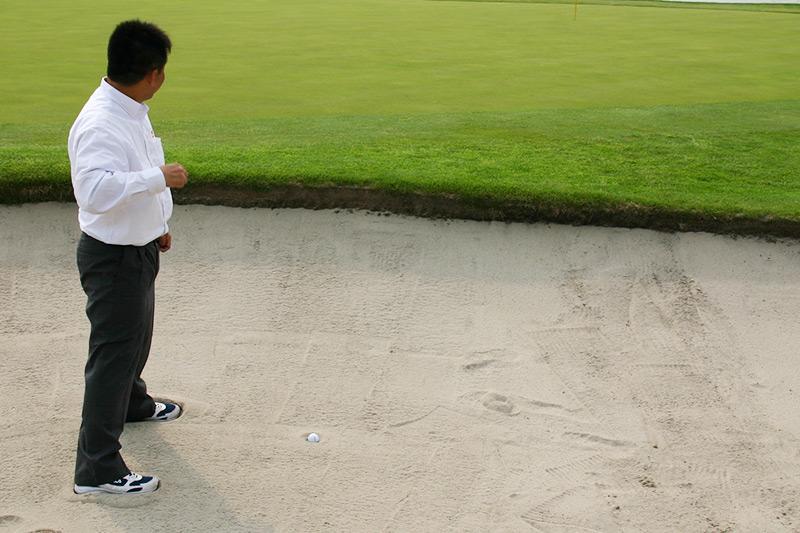 ゴルファーの憧れ!目玉ができちゃうバンカー砂。白く美しいバンカーがあなたのお庭に!